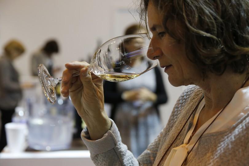 GRA233. MADRID, 04/04/2016.- Degustación de vino en uno de los 'stand' del 30 Salón de Gourmets, Feria Internacional de Alimentos y Bebidas de Calidad, inaugurado hoy en Madrid. EFE/Mariscal